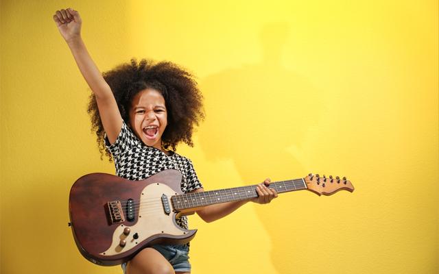 Muzyka i mowa. Co mają wspólnego i dlaczego warto umuzykalniać dzieci już w okresie prenatalnym?