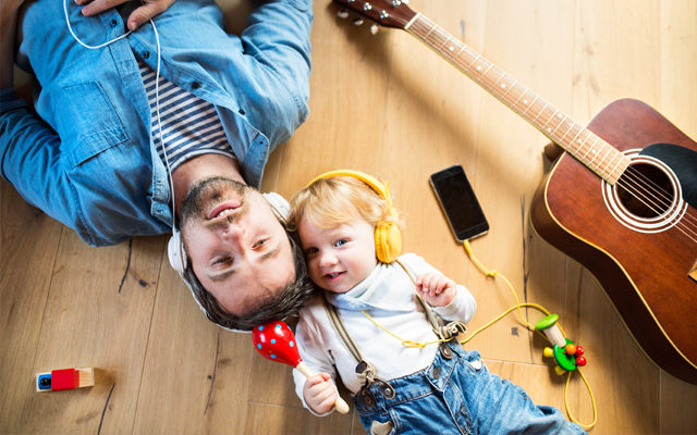Muzyka jedną z form terapii dla dzieci i osób dorosłych z wadą słuchu.